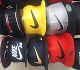 Hats, gorras deportivas y raperas