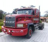 Vendo trailer Mack del 94 todo original en  $ 28000 negociables Inf  0939521625 Pablo